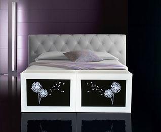Truhla nebo lavice k posteli