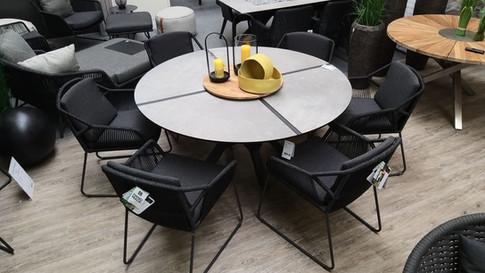 4seasonsoutdoor ACCOR Dining mit Zebra-Möbel HELIX.jpg