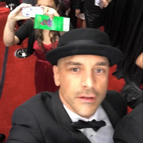 Damon at the Grammys. Red Carpet
