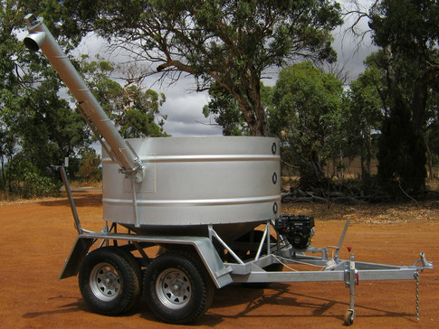 sheep feeder with auger.JPG