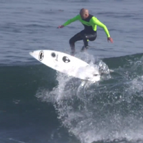 zoltan_torkos_surfing_kickflip_lunasurf_