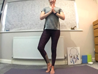 5 Beginners Yoga Poses to Help De-stress, so that you can move better, sleep better & breathe easier