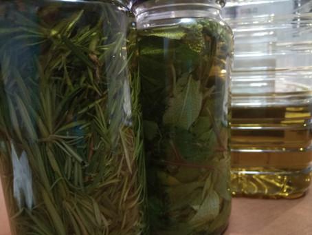 Cómo preparar macerados de plantas en aceite para integrarla en un jabón o producto de cosmética