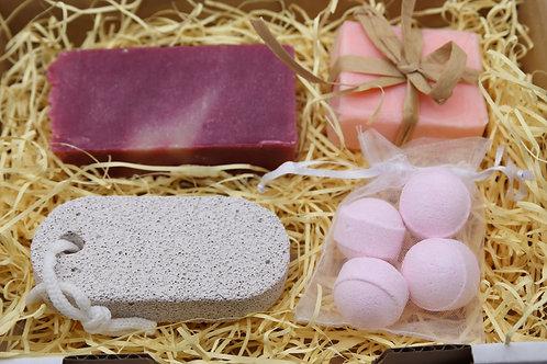 Jabón artesano, bombas de baño, lija y manteca para el cuiado de pies