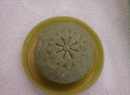Champú sólido con árnica, salvia, jojoba, ricino, aceite de coco y otros (cabellos grasos)