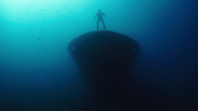 Free diver on wreck-Italy.mov