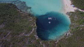 Dean's Blue Hole-Bahamas.mov