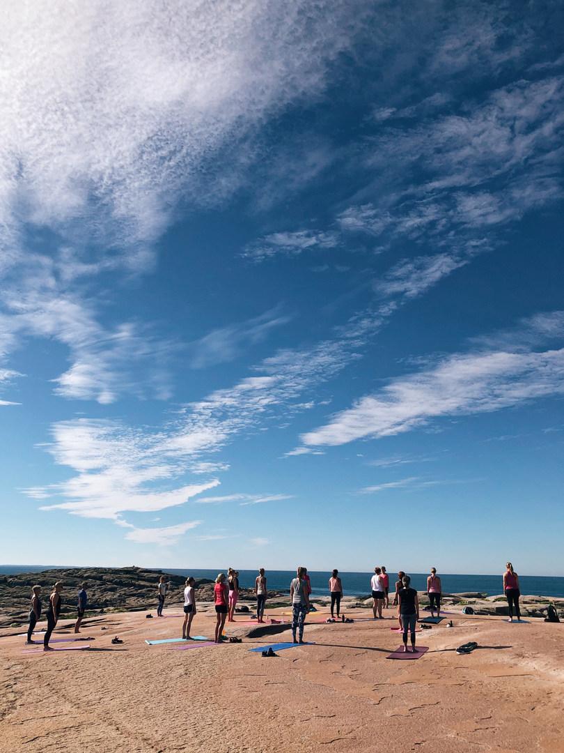 Yoga på Slätte Hälla