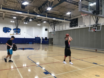 Les + motivés continuent de shooter en fin d'entraînement