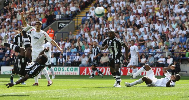 Martins doing the spectacular to get the Toon off to a good start. Picture courtesy of The Chronicle.