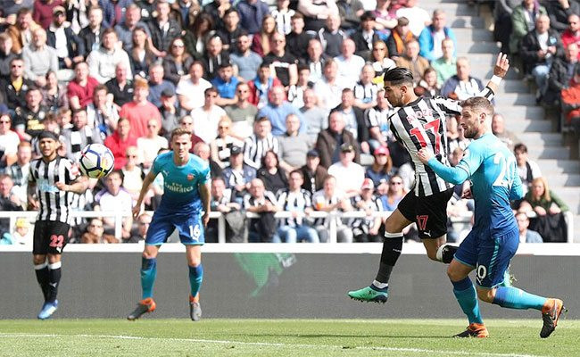Perez scoring the equalizer against Arsenal in April, continuing his excellent run of form. Picture courtesy of The Mag.