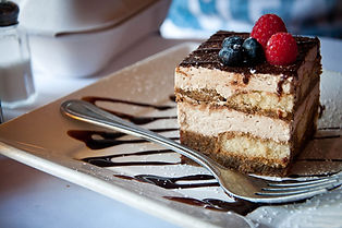 Tiramisu_with_blueberries_and_raspberrie