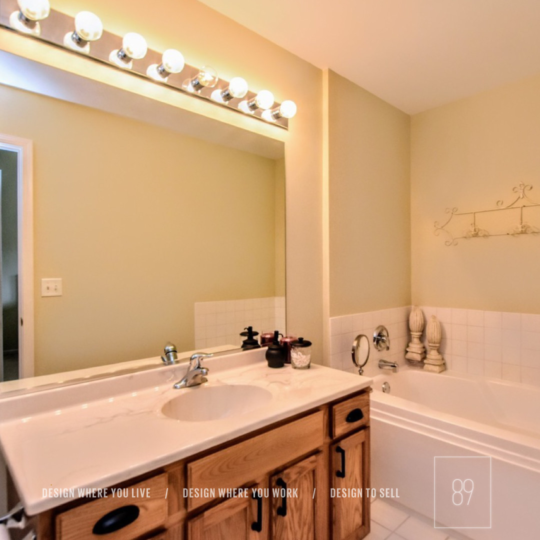 89th-St_Staging_Staged_Kitchen_Oak_Farmh