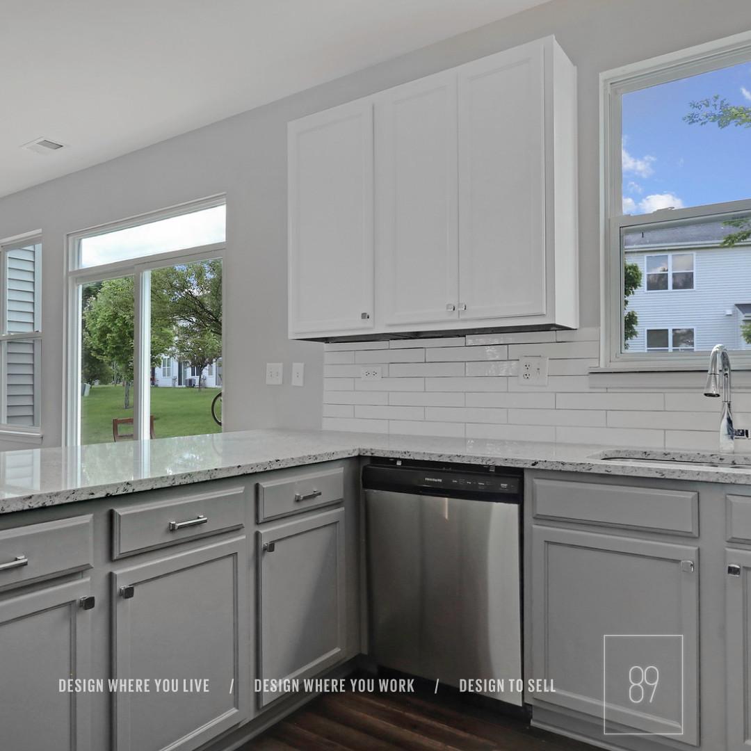 89th-St_White_Gray_Kitchen_Granite_Subwa