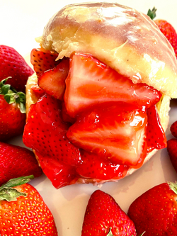 Strawberry Dreamgirl