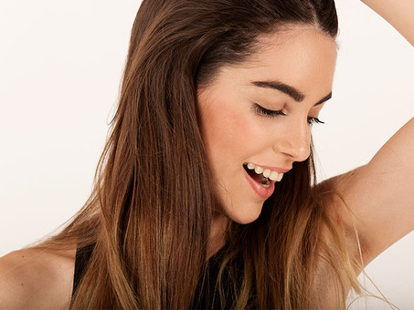 como aplicar aceite de coco en el cabello