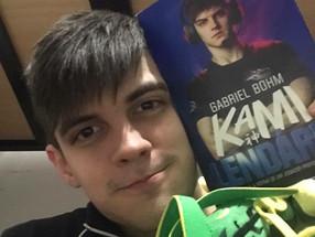"""Gabriel Bohm, o famoso """"Kamikat"""" do moba online, League of Legends, vai lançar uma biograf"""