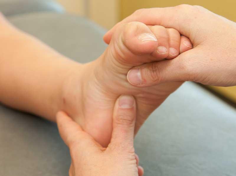Osteopathic_manipulative_medicine_feet