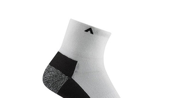 Wigwam Men's Attain MidWeight Quarter Socks