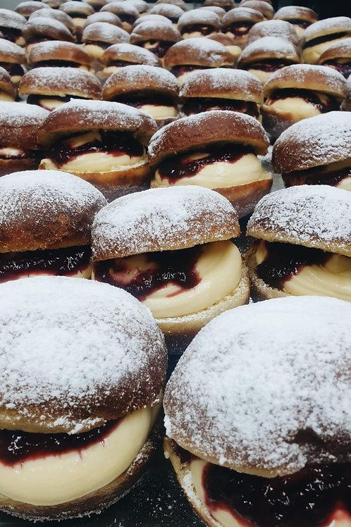 Pâtissière Creme Doughnuts