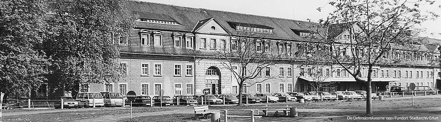 Banner_Defensionskaserne1990.jpg