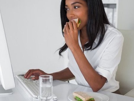 5 Reasons You Shouldn't Eat Lunch at Your Desk