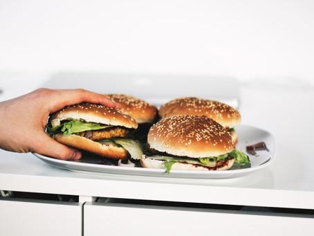 出國旅遊發生食物中毒 旅平險理賠嗎?