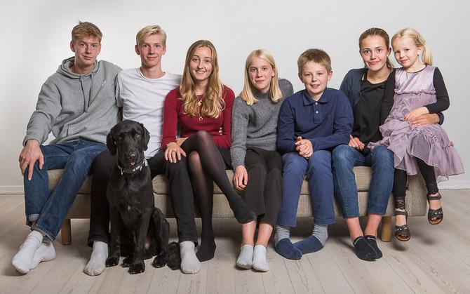 7 personer + en hund  - sir mer end 1000 ord!
