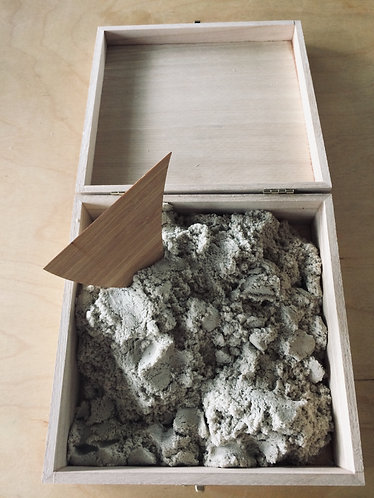 wooden box of 1 kg kinetic sand