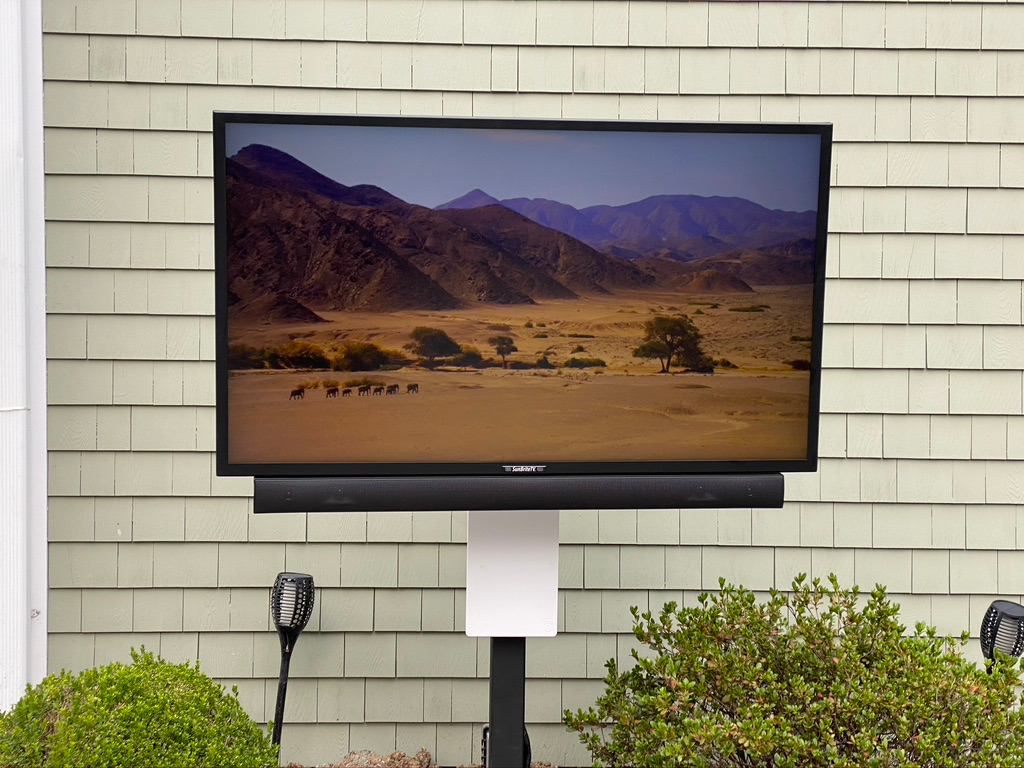 Outdoor TV with Internet and Apple TV.pn