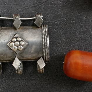 Old Yemenite amulet, Bedouin amber bead