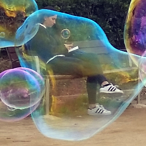 La chica en la burbuja / Girl in the Bubble