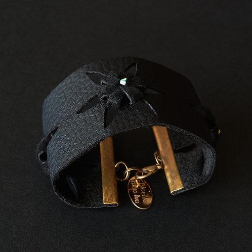 Bracelet manchette, fleurs faites à la main et perles Swarovski
