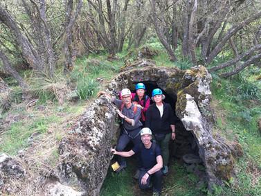 Ingresso grotta di scorrimento lavico, Etna Escursioni