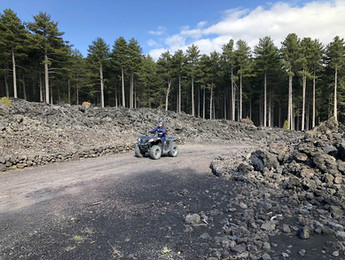 Sentiero sulla lava, Etna e Alcantara Tour