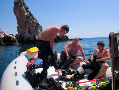 Get ready to dive, Faraglioni di Acitrezza, Catania diving