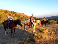Lungo il sentiero, Trekking a cavallo al Tramonto, Sicilia