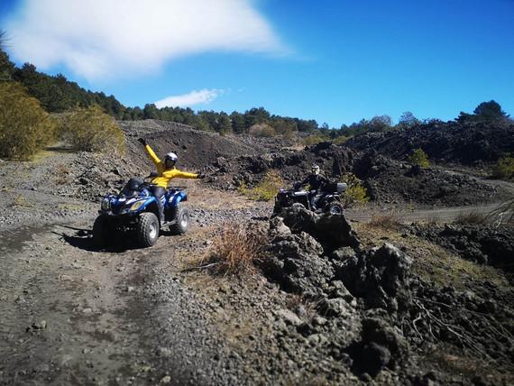 Ridiscesa su colata lavica, Etna in Quad