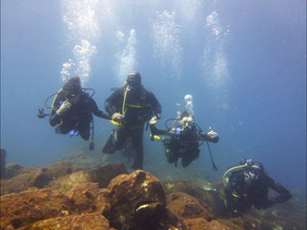 Divemaster with beginners divers, Scuba Diving Catania