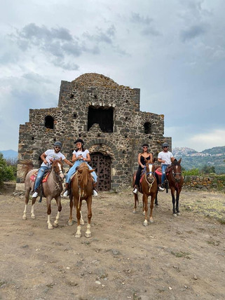 Cuba Bizantina, Escursioni a Cavallo Alcantara