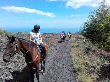 Sentiero vista mare, Trekking a cavallo Sicilia, Etna