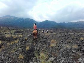 Escursioni a Cavallo, Campo lavico