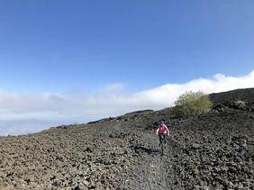 Attraverso un immenso campo lavico, Etna in MTB