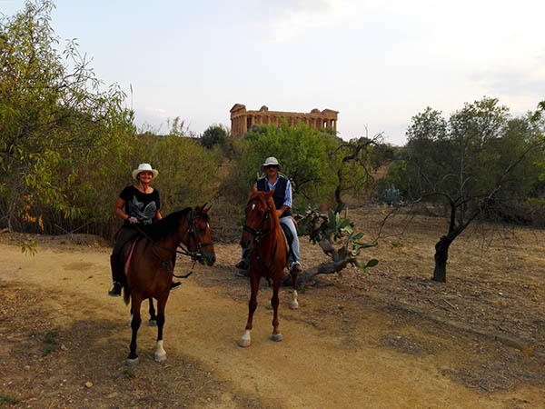Horse Tour in the Temples Valley