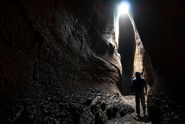 Etna Excursion, Cave exploration