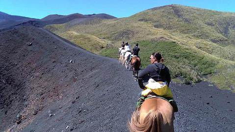 Cratere vulcanico, Escursione a Cavallo Etna