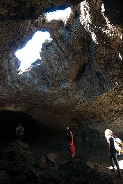 Etna Trekking, Affascinante grotta