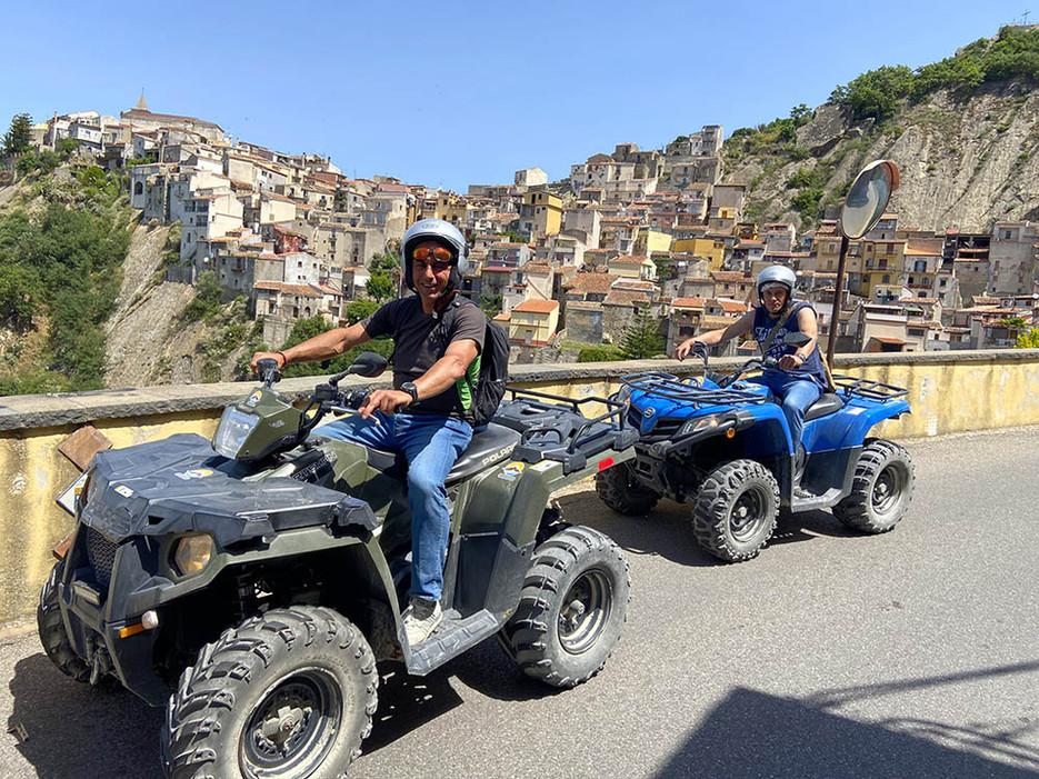 I Borghi più Belli d'Italia, Gole Alcantara in Quad