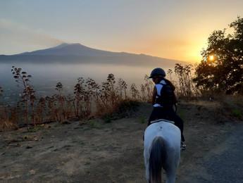 Passeggiata a Cavallo Etna al Tramonto