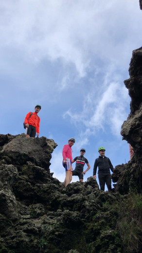 Esplorazione grotta, Etna Tour in Bicicletta